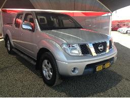 2013-nissan-navara-2-5-dci-xe-p-u-d-c-abs-light-on-dent-on-left-rear-fender-scratches-along-body-panels