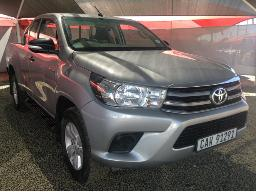 2016-toyota-hilux-2-4-gd-6-rb-srx-p-u-e-cab-windscreen-cracked