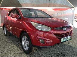 2013-hyundai-ix35-2-0-gls-executive-front-light-broken-body-panels-dented-scratched-right-rear-window-missing
