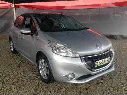 2013-peugeot-208-1-2-vti-active-5dr-bonnet-dented-minor-dent-on-right-rear-door-left-rear-door-dented-body-panels-scratched