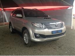 2013-toyota-fortuner-2-5d-4d-rb-body-panels-scratched