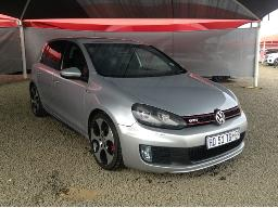 2010-volkswagen-golf-vi-gti-2-0-tsi-dsg-windscreen-cracked-front-bumper-loose-body-panels-scratched