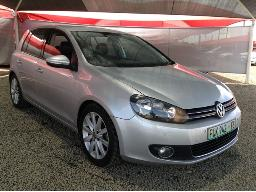 2009-volkswagen-golf-vi-2-0-tdi-highline-engine-steering-light-on-body-panels-scratched