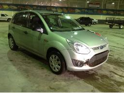 2015-ford-figo-1-4-ambiente-windscreen-cracked-front-bumper-cracked-right-rear-view-mirror-broken-tailgate-accident-damaged-no-rear-wiper