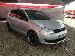 2011-volkswagen-polo-vivo-1-4-trendline-5dr-body-panels-scratched-front-bumper-loose-left-rear-door-dented