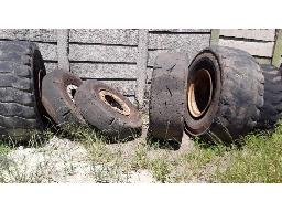 assorted-heavy-duty-tyres-with-rims