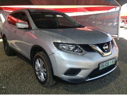 2016-nissan-x-trail-1-6dci-xe-t32-windscreen-cracked-left-rear-door-dented-engine-light-on-rear-view-mirror-missing