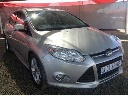 2013-ford-focus-2-0-tdci-trend-powershift-5dr-minor-scratches-along-body-panels