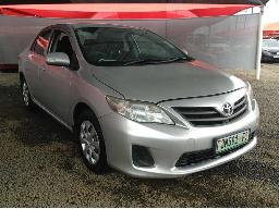 2012-toyota-corolla-1-3-professional-windscreen-cracked-rear-bumper-paint-off-resprayed-body-panels-scratched