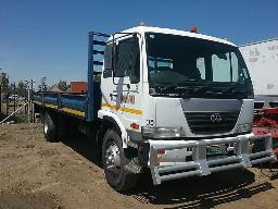 nissan-ud80-s-axle-dropside-truck