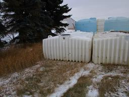 1750-gallon-sq-ribbed-hz-tanks-plastic-used-