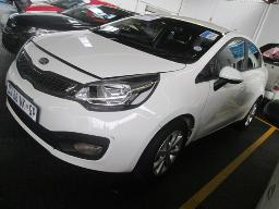 2014-kia-rio-1-4-airbags-out-previous-acc-damage-39079km