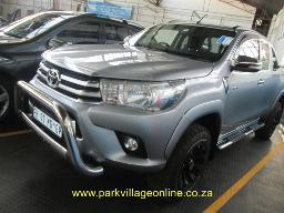 2016-toyota-hilux-2-8-gd6-supercab-8155km