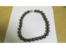 grey-ball-with-shell-pearl-necklace
