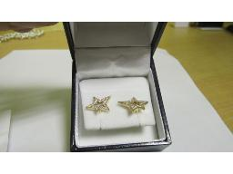 pair-gold-star-earrings-with-diamond