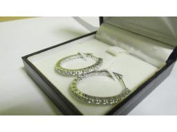 pair-18ct-white-gold-earrings-loose-diamond-