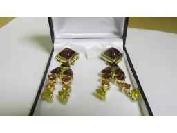 pair-coloured-stone-gold-earrings