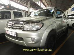 2011-toyota-fortuner-4-0-v6-4x4-a-t-216345km
