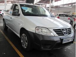 2011-nissan-np200-hail-damage-142015km